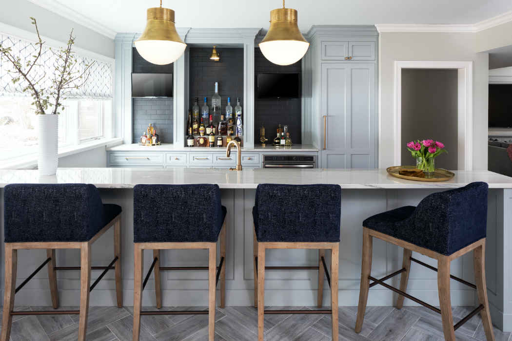 Bar Design With Black Barstool Design