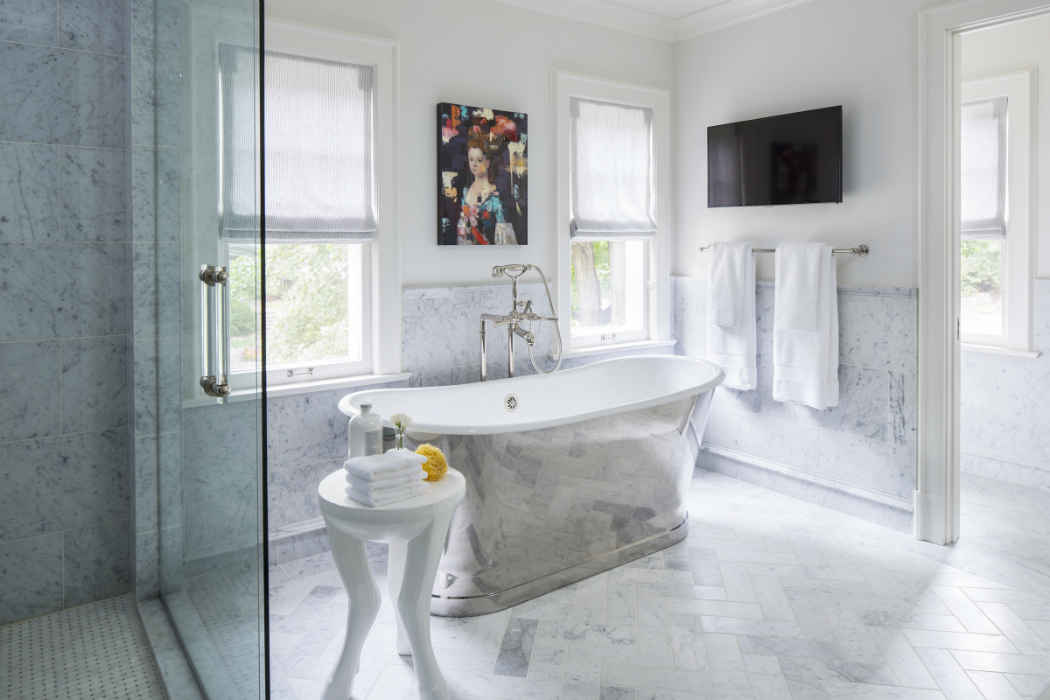 Master Bath With Large Soaker Tub