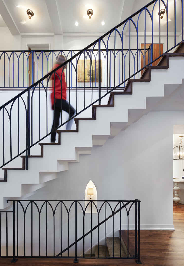 Stairway Design With Metal Railing