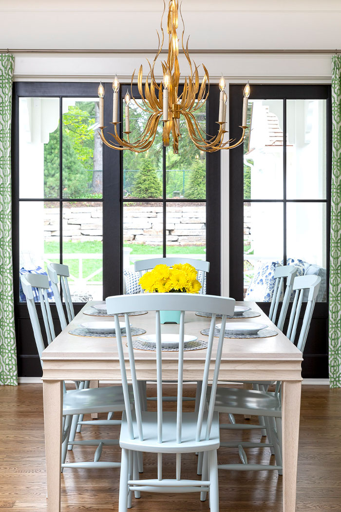 Dining Room Design With Gold Chandelier