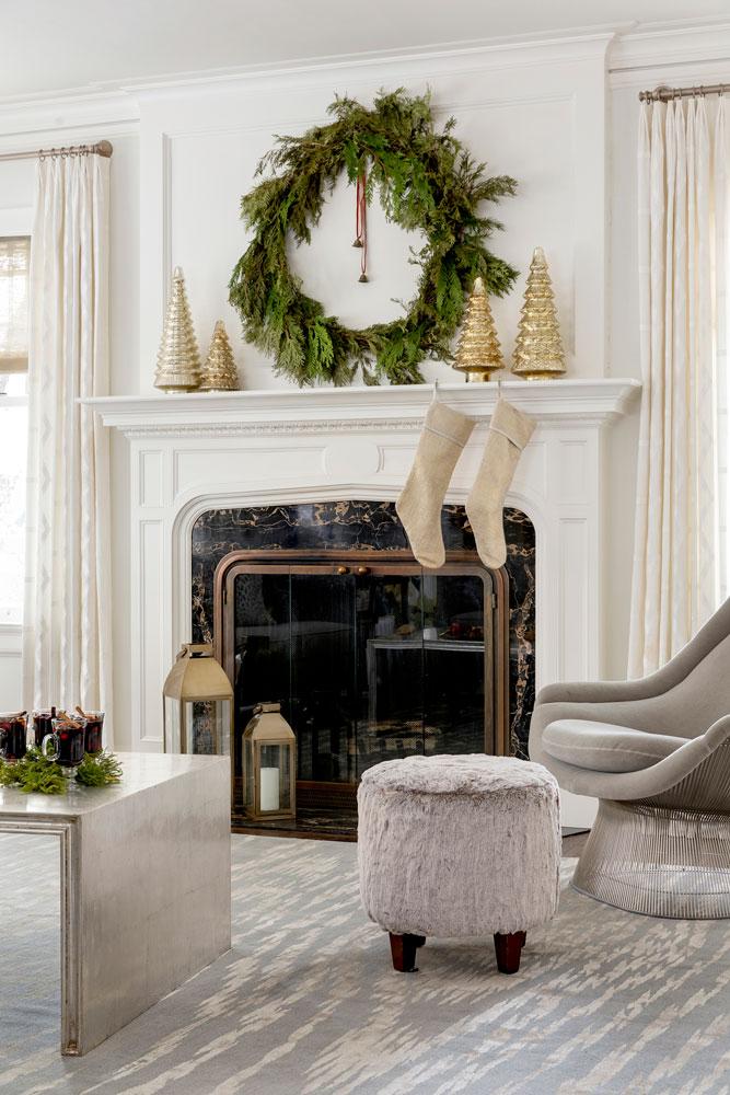 6 Festive Holiday Season Mantle