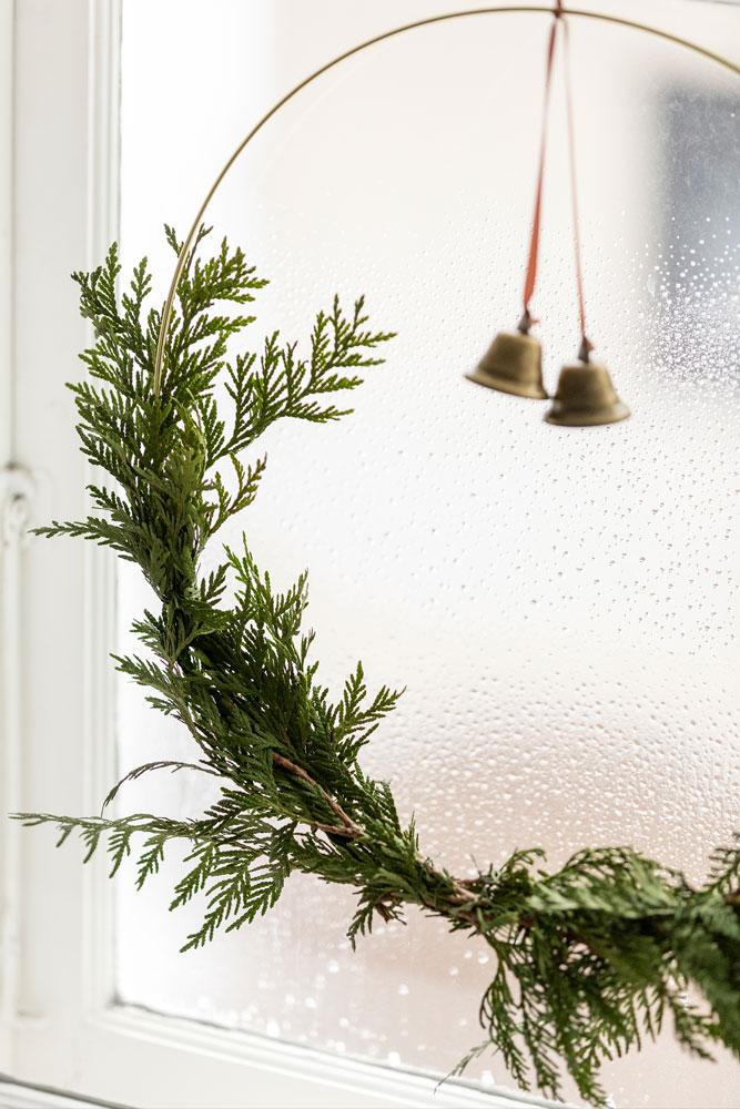 9 Festive Holiday Season Minimal Wreath Detail